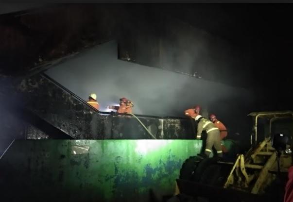 https: img.okezone.com content 2021 04 13 338 2393606 kebakaran-di-pasar-inpres-jaksel-berasal-dari-basement-eIOlxd0cgN.jpg