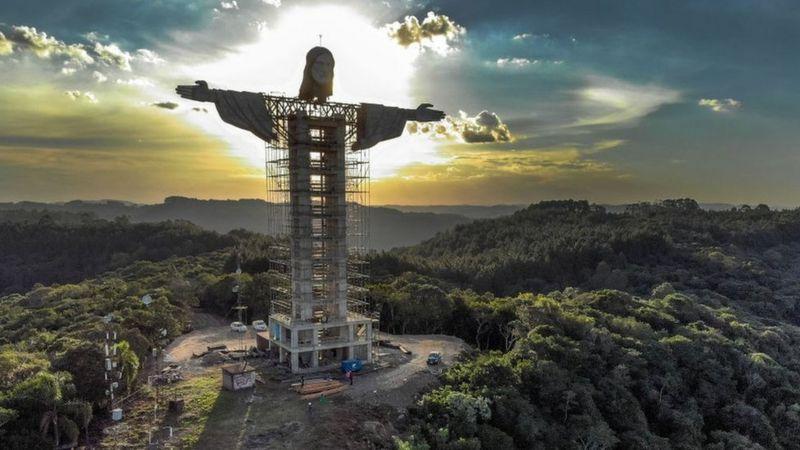 https: img.okezone.com content 2021 04 13 406 2393958 penampakan-patung-yesus-raksasa-terbaru-di-brasil-lebih-besar-dari-sebelumnya-9xTdWOKTkR.jpg