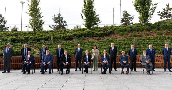 https: img.okezone.com content 2021 04 13 46 2394046 tak-ada-lawan-florentino-perez-kembali-terpilih-sebagai-presiden-real-madrid-MArASrPvQu.jpg