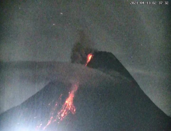 https: img.okezone.com content 2021 04 13 510 2393619 gunung-merapi-kembali-semburkan-wedus-gembel-jarak-luncur-1-3-km-SMRsYX0Wby.jpg
