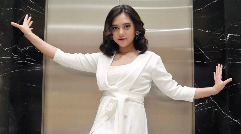 https: img.okezone.com content 2021 04 13 598 2394119 dukung-mark-jadi-juara-indonesian-idol-ziva-magnolya-warna-baru-di-industri-musik-dAOWJX4W9L.jpg