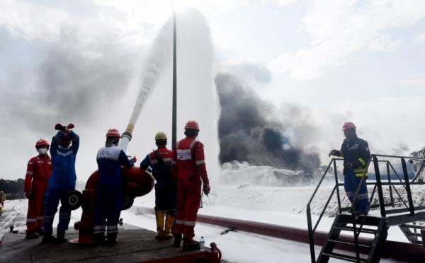 https: img.okezone.com content 2021 04 14 320 2394632 pasca-kebakaran-kilang-balongan-warga-diminta-lapor-jika-ganti-rugi-belum-diberikan-3YEXHEnjLp.jpg