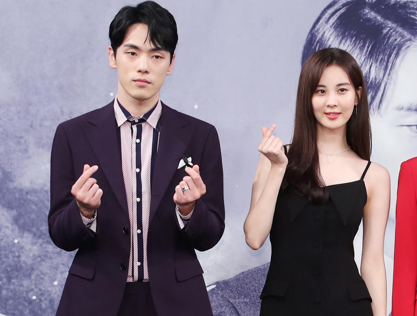 https: img.okezone.com content 2021 04 14 33 2394536 akui-salah-kim-jung-hyun-akhirnya-minta-maaf-soal-insiden-di-drama-time-Vp7w7WUSus.jpg