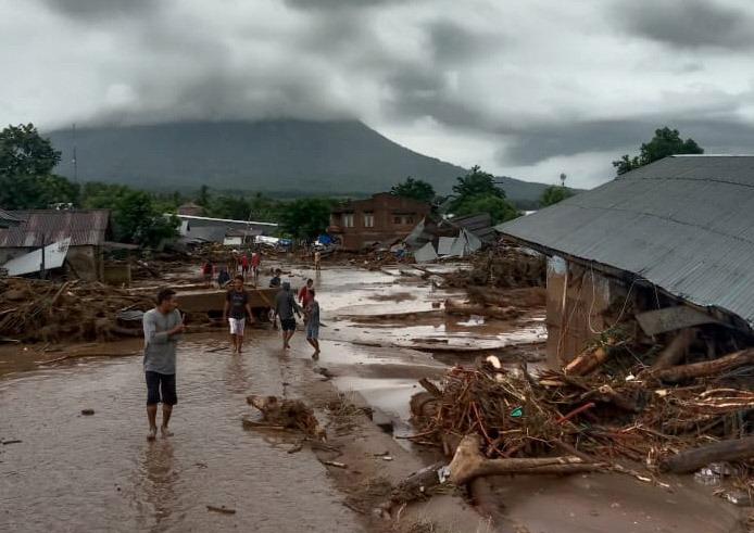 https: img.okezone.com content 2021 04 14 337 2394545 bnpb-sebanyak-53-000-desa-di-indonesia-berada-di-daerah-rawan-bencana-VjmGbSeCuI.jpg