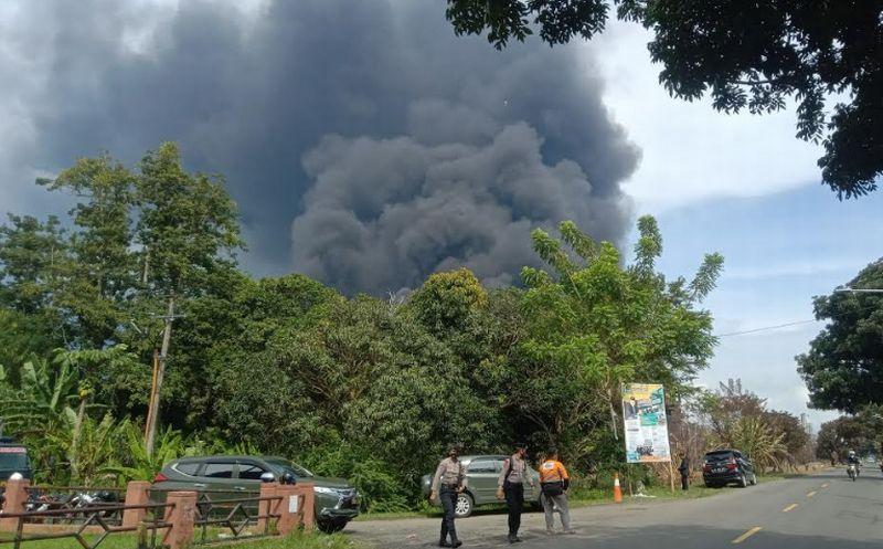 https: img.okezone.com content 2021 04 14 337 2394588 ombudsman-pastikan-kebakaran-kilang-minyak-balongan-tak-pengaruhi-pasokan-bbm-R4QRy1Vb6e.jpg
