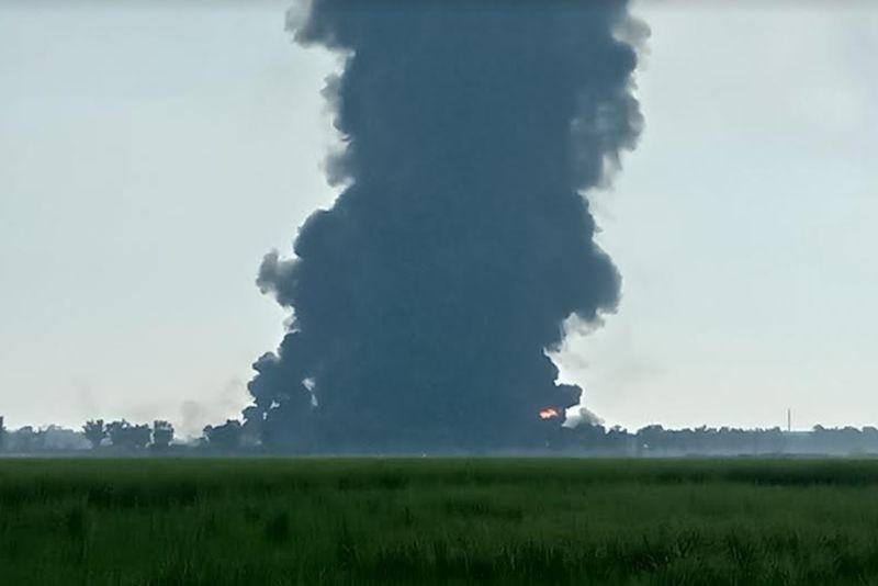 https: img.okezone.com content 2021 04 14 337 2394625 dampak-kebakaran-kilang-balongan-25-ribu-kiloliter-minyak-hilang-955ZFDSWAk.jpg