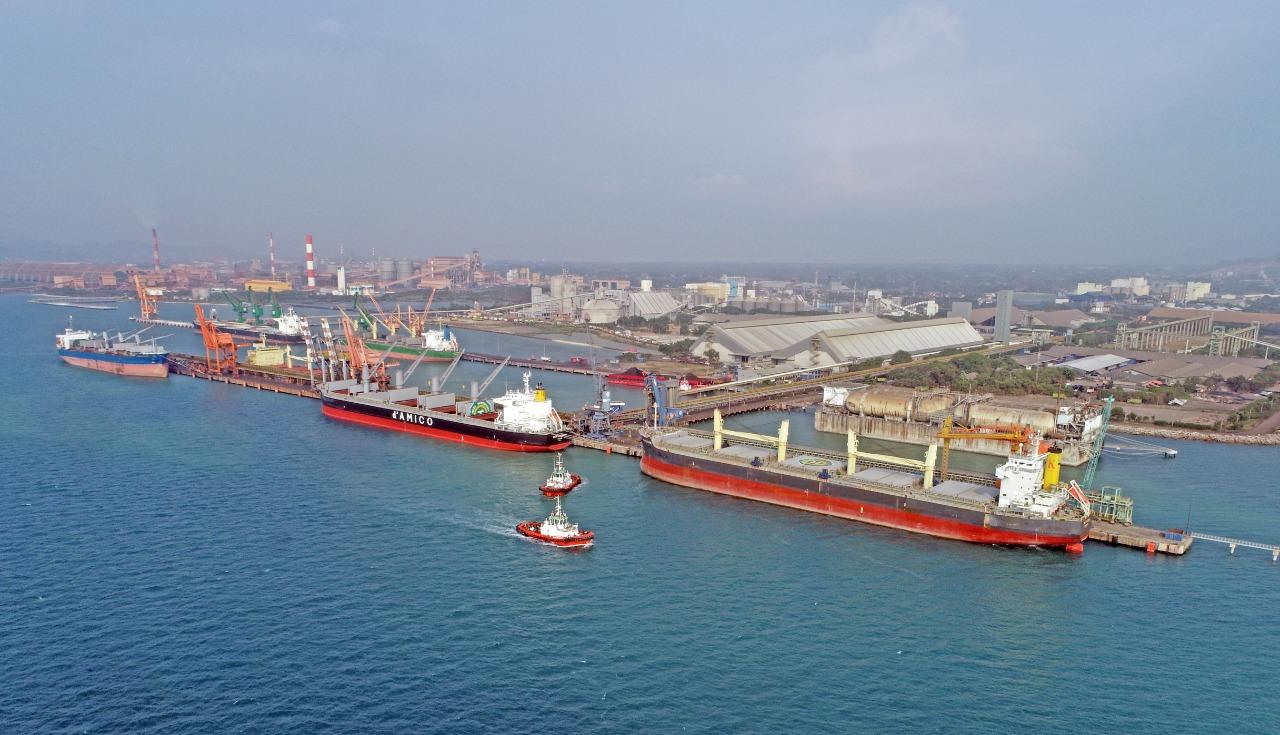 https: img.okezone.com content 2021 04 15 320 2395072 kbs-perkuat-hub-logistik-nasional-gateway-connectivity-ujung-barat-pulau-jawa-dan-pulau-sumatera-rpBP09Sdgx.jpg