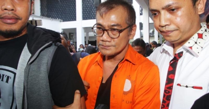 https: img.okezone.com content 2021 04 15 33 2395015 dijemput-keluarga-tio-pakusadewo-selesaikan-hukuman-penjara-kasus-narkoba-r7Z0MGqTfQ.jpg