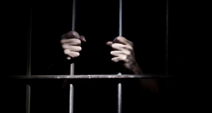 https: img.okezone.com content 2021 04 15 337 2395289 kisah-pilu-tukang-becak-dipenjara-15-tahun-karena-salah-bawa-penumpang-ijtRb6E9ns.jpg