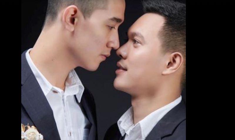 https: img.okezone.com content 2021 04 15 406 2395224 gegara-pasangan-gay-thailand-dihujat-pengacara-ancam-tangkap-warganet-indonesia-sd8svWuwrS.jpg
