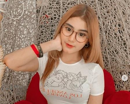 https: img.okezone.com content 2021 04 15 49 2395293 5-artis-seksi-yang-jalin-hubungan-dengan-pesepakbola-indonesia-siapa-saja-IyVavhoJzM.jpg