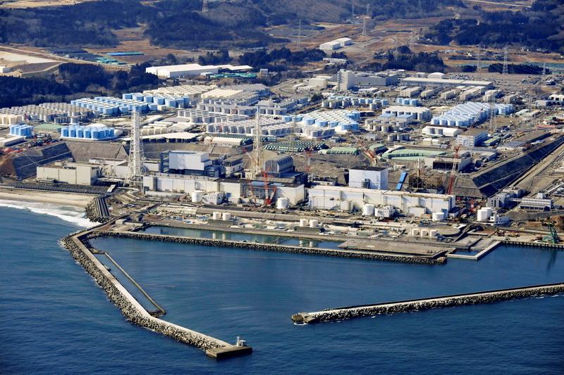 https: img.okezone.com content 2021 04 16 18 2395870 politisi-jepang-diminta-minum-air-limbah-nuklir-fukushima-sebelum-membuangnya-ke-laut-jzoRLjSqgb.jpg