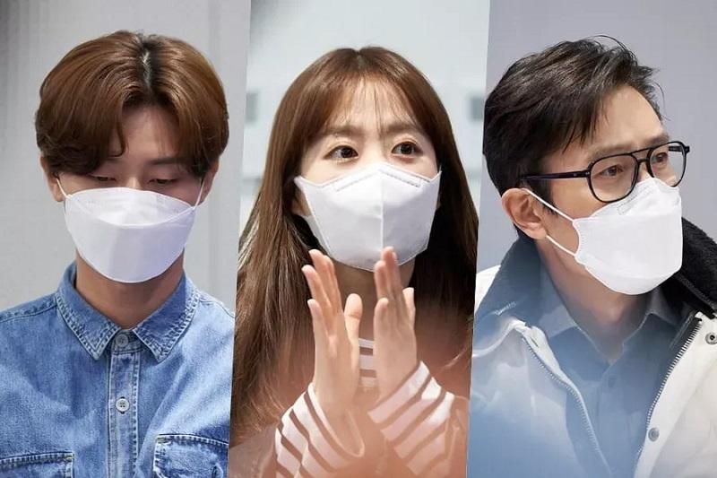 https: img.okezone.com content 2021 04 16 206 2395702 lee-byung-hun-park-seo-joon-dan-park-bo-young-mulai-syuting-film-baru-Hm5zIGnDPJ.JPG
