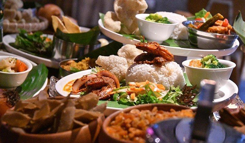 https: img.okezone.com content 2021 04 16 301 2395671 5-makanan-lezat-khas-ramadhan-dari-seluruh-dunia-nomor-3-indonesia-punya-IiqHnA2FKJ.jpg