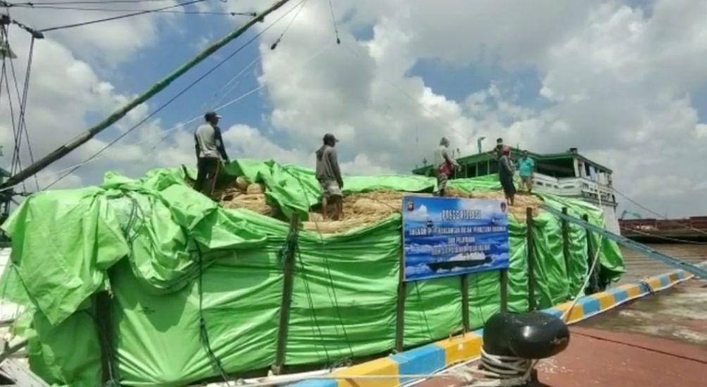 https: img.okezone.com content 2021 04 16 340 2395905 polair-gagalkan-penyelundupan-100-ton-rotan-dari-kalbar-ke-malaysia-1rdiZDLInp.JPG