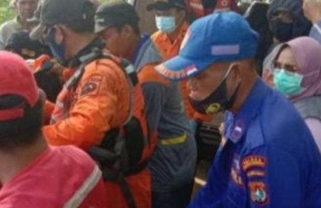 https: img.okezone.com content 2021 04 16 340 2396097 dua-remaja-putri-tewas-tenggelam-di-sungai-sbfR19pFK0.jpg