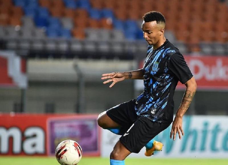 https: img.okezone.com content 2021 04 16 49 2395925 striker-persela-sebut-liga-di-indonesia-mirip-kompetisi-kasta-ketiga-jerman-ZZYi5uJbQT.jpg
