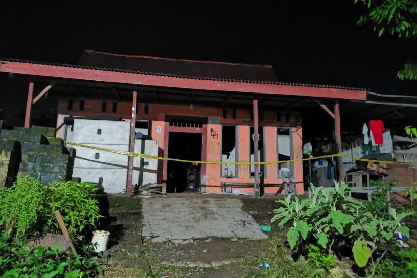 https: img.okezone.com content 2021 04 16 519 2395984 tragis-peracik-petasan-di-jombang-tewas-kena-ledakan-ibunya-luka-parah-pvg55f9yPX.jpg