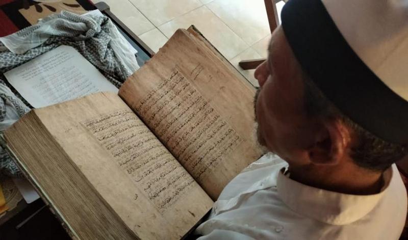 https: img.okezone.com content 2021 04 16 614 2395548 mushaf-al-quran-berusia-363-tahun-ditulis-rapih-tintanya-terbuat-dari-getah-pohon-BlpPjlWoi0.jpg