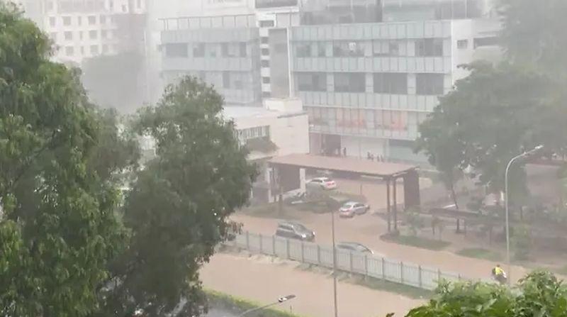 https: img.okezone.com content 2021 04 17 18 2396397 diterjang-banjir-bandang-warga-singapura-sebelumnya-tak-pernah-seburuk-ini-Trm1npQEFD.jpg