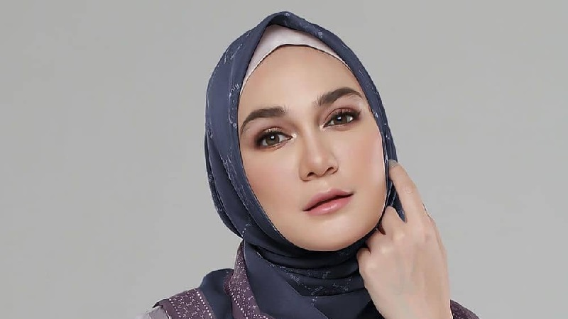https: img.okezone.com content 2021 04 17 194 2396408 5-penampilan-luna-maya-pakai-hijab-bikin-adem-netizen-masya-allah-cantiknya-IgXJ1swrs5.jpg