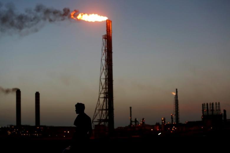 https: img.okezone.com content 2021 04 17 320 2396172 harga-minyak-dunia-turun-usai-naik-6-d8DOubDxZc.jpg