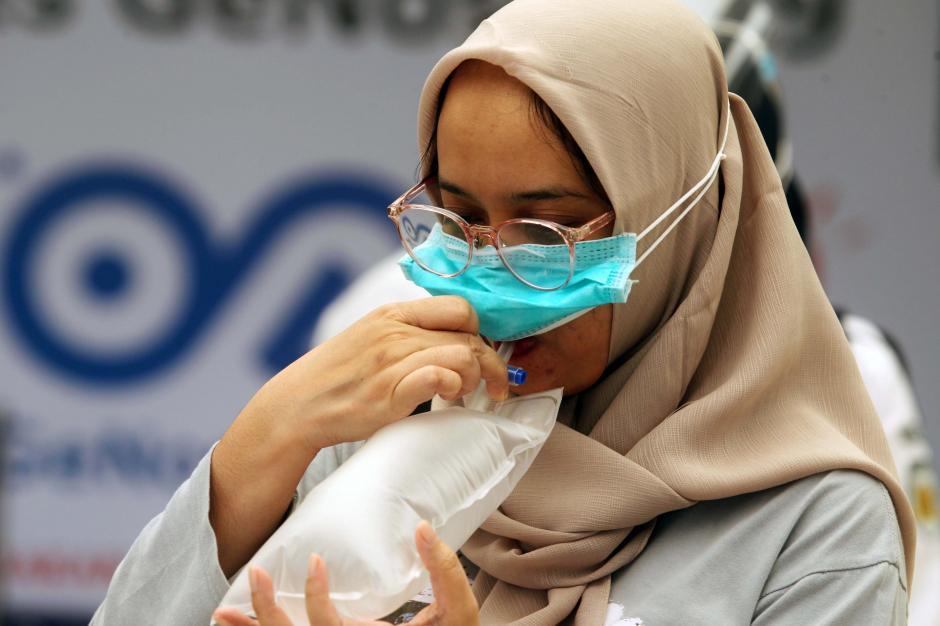 https: img.okezone.com content 2021 04 17 609 2396103 bandara-sultan-hasanuddin-makassar-mulai-buka-layanan-tes-genose-X0XIZEro8N.jpg