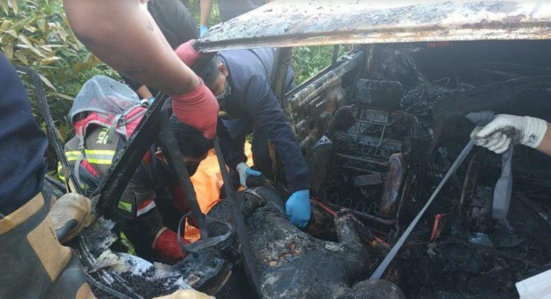 https: img.okezone.com content 2021 04 17 609 2396319 mobil-tua-dilalap-api-1-orang-ditemukan-tewas-terbakar-h22IY9L7aO.jpg
