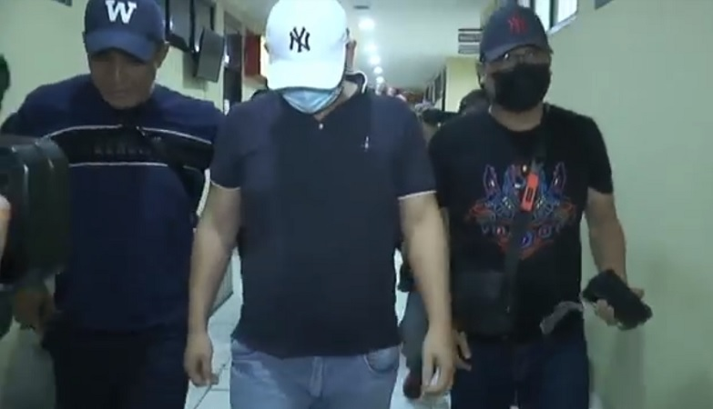 https: img.okezone.com content 2021 04 17 610 2396100 pria-penganiaya-perawat-rs-siloam-ditangkap-VCXbJtUZK7.jpg