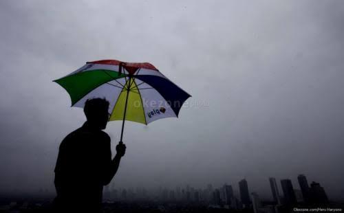 https: img.okezone.com content 2021 04 17 612 2396199 sering-hujan-deras-waspada-flu-hingga-demam-berdarah-vwECv5eXsy.jpeg