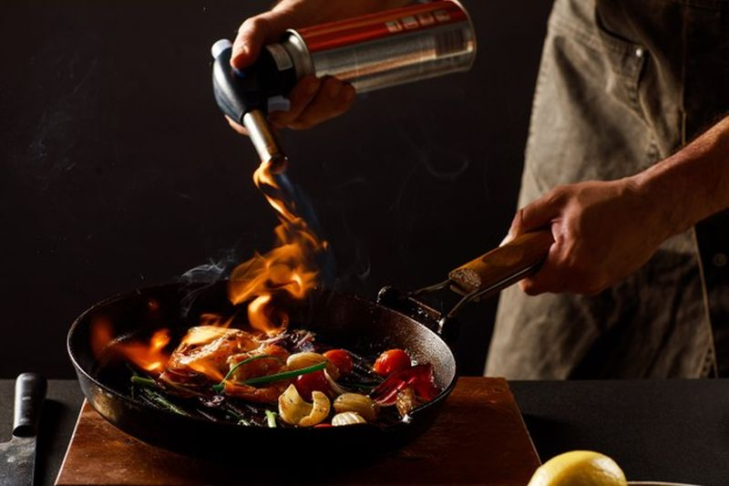 https: img.okezone.com content 2021 04 18 301 2396581 resep-buka-puasa-masak-udang-asam-manis-dan-tumis-kangkung-mercon-aja-bun-Q7GixNNvFh.jpg