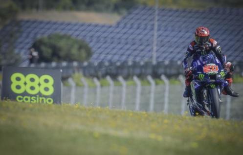 https: img.okezone.com content 2021 04 18 38 2396755 juara-di-motogp-portugal-2021-quartararo-akui-sempat-frustrasi-ditekan-rins-snjnwx4e0o.jpg
