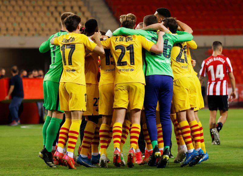 https: img.okezone.com content 2021 04 18 46 2396461 messi-dua-gol-barcelona-juara-copa-del-rey-2020-2021-usai-hantam-athletic-bilbao-4-0-obHfoK5RXW.JPG