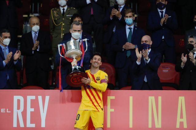 https: img.okezone.com content 2021 04 18 46 2396490 barcelona-juara-copa-del-rey-lionel-messi-pemain-kedua-terbanyak-raih-trofi-8yElMgmJTo.jpg