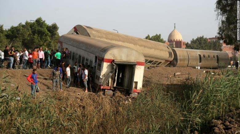 https: img.okezone.com content 2021 04 19 18 2396891 kereta-tergelincir-11-orang-tewas-98-luka-luka-LRrDVi0OFN.jpg