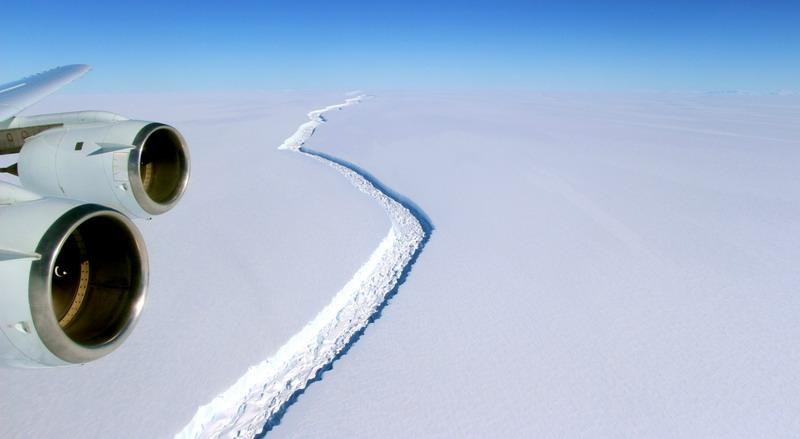 https: img.okezone.com content 2021 04 19 18 2397009 gunung-es-terbesar-di-dunia-meleleh-jadi-jutaan-kepingan-AN9gQIzL5P.jpg