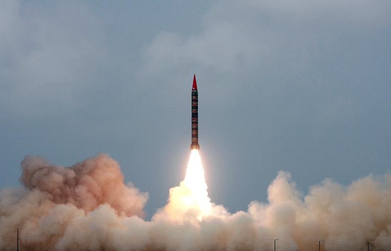 https: img.okezone.com content 2021 04 19 18 2397052 tegang-dengan-rusia-ukraina-ancam-kembangkan-senjata-nuklir-376qwstDm2.jpg