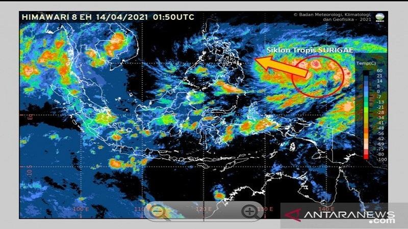 https: img.okezone.com content 2021 04 19 337 2396894 siklon-tropis-surigae-diprediksi-melemah-bmkg-tetap-waspada-dampak-cuaca-ekstrim-0H9GDZYIgb.jpg