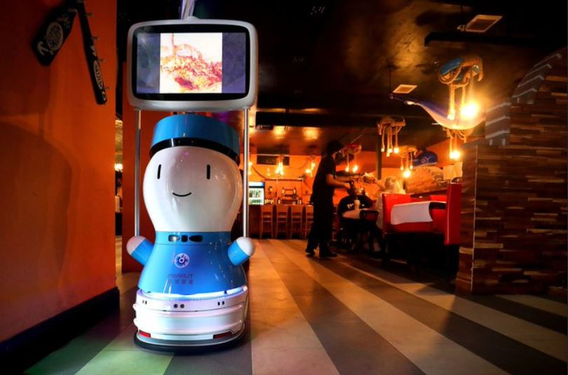 https: img.okezone.com content 2021 04 19 406 2396884 jangan-kaget-makan-di-restoran-ini-pengunjung-akan-dilayani-robot-tnQUVX0unW.JPG