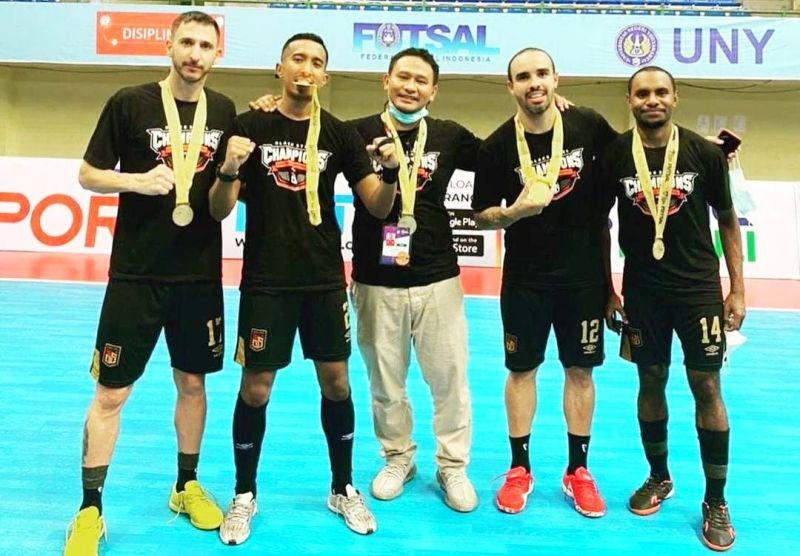 https: img.okezone.com content 2021 04 19 51 2396952 head-coach-black-steel-pemain-indonesia-mampu-menjadi-terdepan-di-asia-4odiyMZ7LQ.jpg