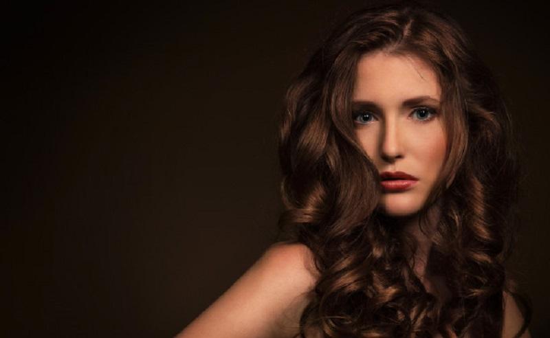 https: img.okezone.com content 2021 04 19 611 2397141 beautypedia-cara-merawat-rambut-keriting-agar-tetap-menawan-kjrSLgx4AB.jpg