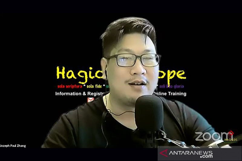https: img.okezone.com content 2021 04 20 16 2397649 kominfo-desak-youtube-blokir-akun-paul-zhang-TyosfgG5P2.jpg