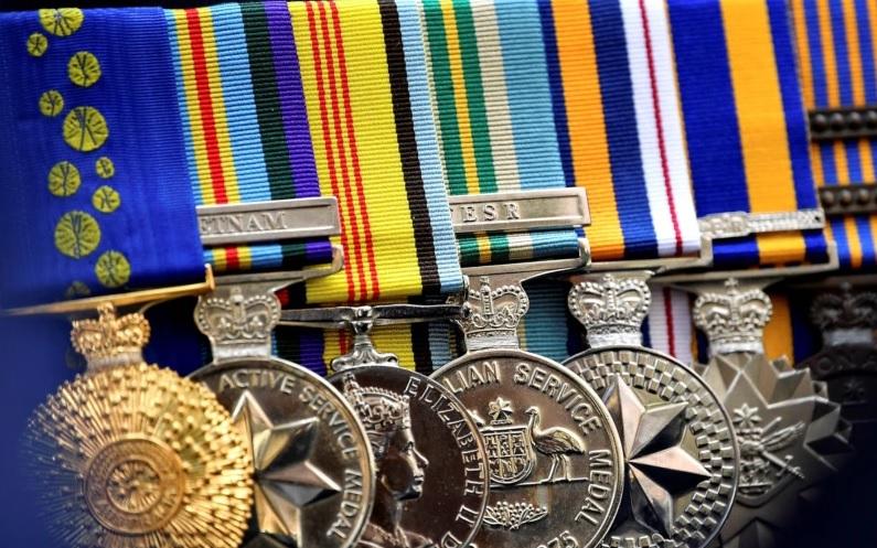 https: img.okezone.com content 2021 04 20 18 2397492 australia-batalkan-tarik-medali-ribuan-veteran-perang-L1bT6tGG1U.jpg