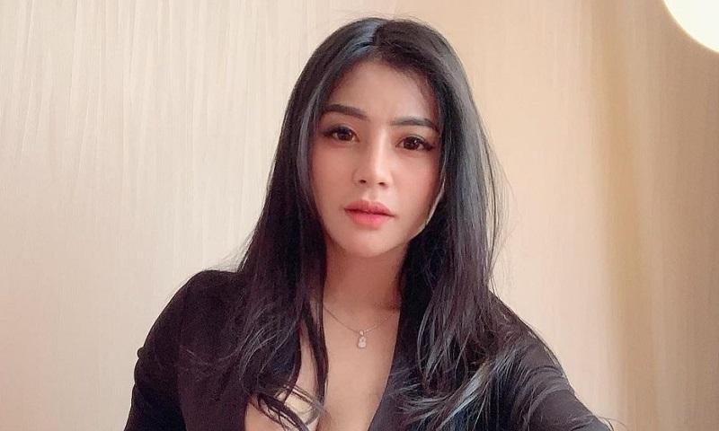 https: img.okezone.com content 2021 04 20 194 2397749 4-gaya-tisya-ernie-model-seksi-yang-baper-karena-sule-xW1hsdq1uO.jpg
