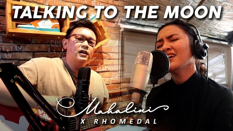 https: img.okezone.com content 2021 04 20 205 2397542 intip-duet-manis-mahalini-dan-rhomedal-di-lagu-talking-to-the-moon-XeXAoDKbTY.jpeg
