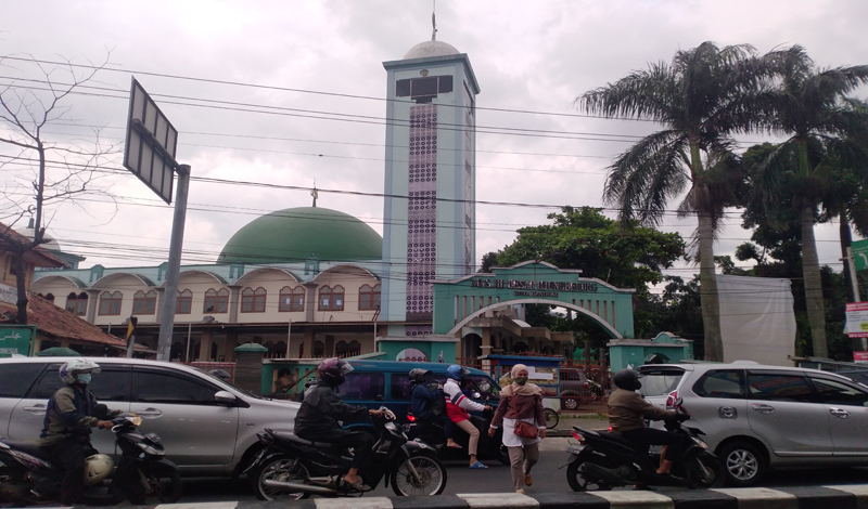 https: img.okezone.com content 2021 04 20 614 2397597 masjid-besar-ujungberung-saksi-bisu-terbentuknya-kota-bandung-uwz01VfgM9.jpg