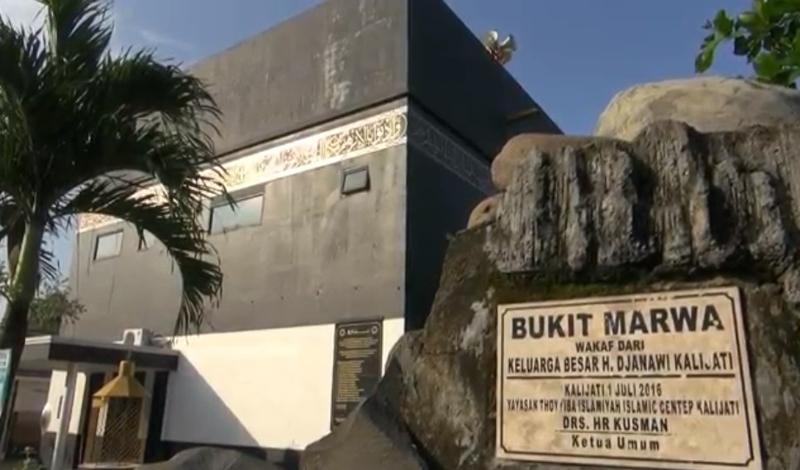 https: img.okezone.com content 2021 04 20 614 2397684 masjid-berbentuk-replika-kakbah-di-subang-jadi-obat-rindu-ke-makkah-YAlZMA3ZJM.jpg