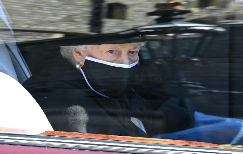 https: img.okezone.com content 2021 04 21 18 2398127 senja-kala-kekuasaan-ratu-inggris-usai-wafatnya-pangeran-philip-ni9YLbOqNN.jpg