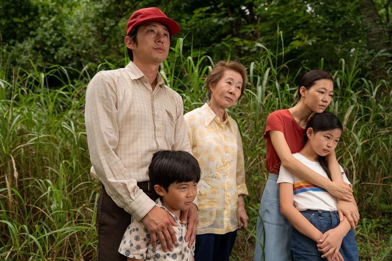 https: img.okezone.com content 2021 04 21 206 2398274 minari-film-nominee-oscar-2021-tayang-di-indonesia-hari-ini-PKnw6OxJun.jpg