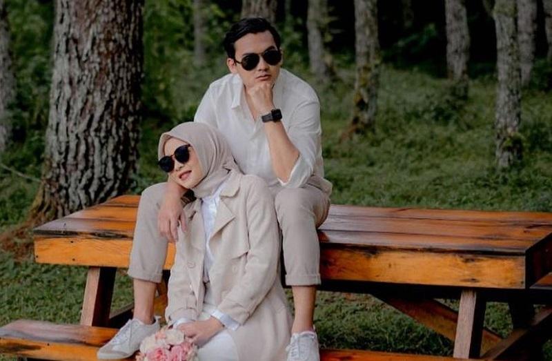 https: img.okezone.com content 2021 04 21 33 2398100 taaruf-ikbal-fauzi-istri-masih-coba-saling-mengenal-usai-menikah-pxXWXrXT2z.jpg